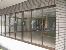大阪府八尾市でプライバシー対策、遮熱断熱窓フィルム施工 [before]
